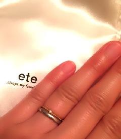 シンプルな結婚指輪に、 クリスマスプレゼントでゴールド一粒ダイヤの細いリング付けてます。 結婚指輪がシンプル 過ぎたので\u0026128166;でも、気に入っています。